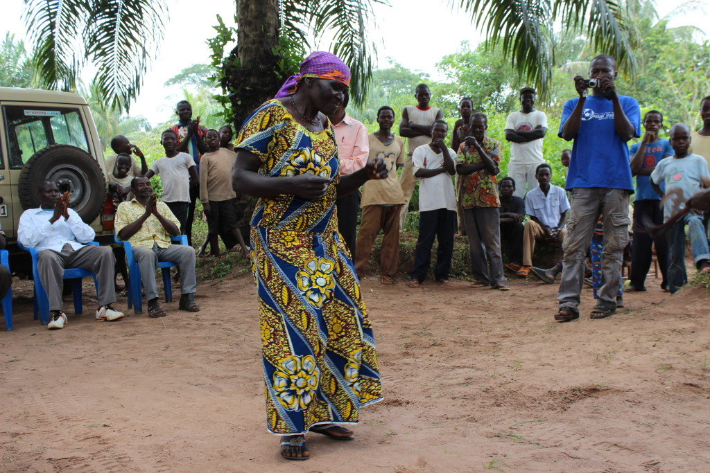 A woman dances in Bokumu Mokola.