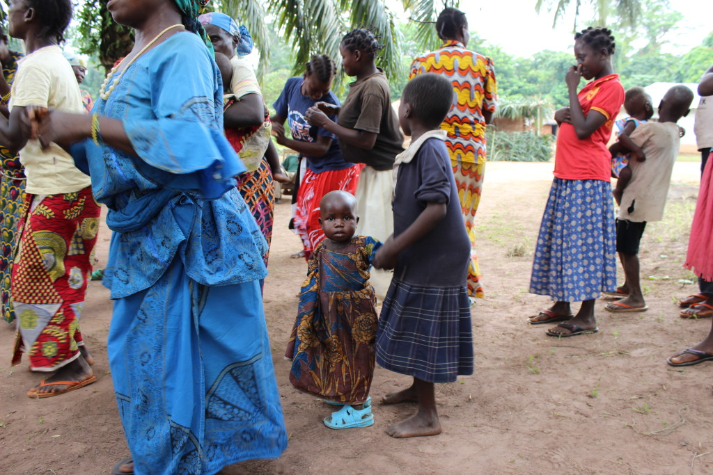 As Bokumu Mokola is fairly isolated due to the forest and poor roads, many children do not often meet foreign visitors.